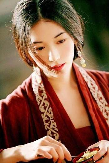 正的绝世容颜 张丽颖清秀,热巴撩人景甜吸睛