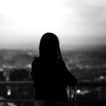 背影里的沉默