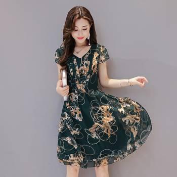 中年女性穿对衣服照样风韵犹存,十款时髦减龄的连衣裙轻松遮肚腩图片