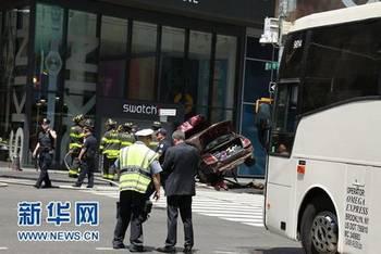 纽约时代广场汽车冲撞行人1死图片