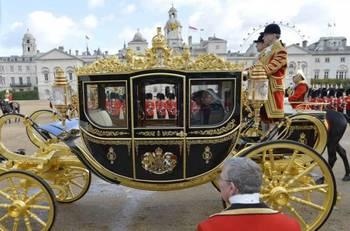 世界各国领导人访问英国时和女王同乘金马车也算是一种惯例.图为