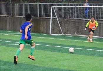 足球友谊赛 南昌市女足代表队VS西山小学足球队图片