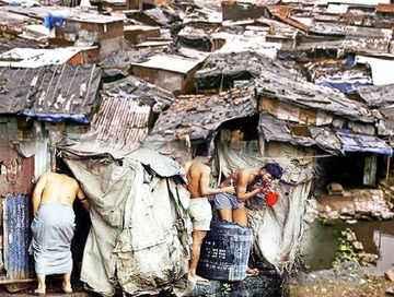 难以想象!印度最穷贫民窟,1�O住1个人,2000人共用一个厕所。。