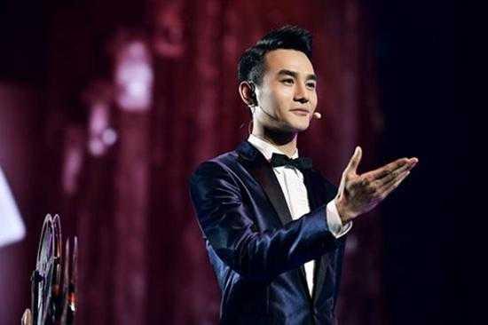 王凯在某综艺节目, 上演了自己的西装秀