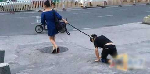 一小伙当街和女朋友做出这样的事,别人怎么想