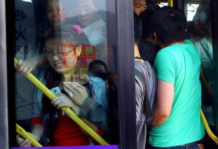 城市里每天挤公交上班的女孩,就怕遇到咸猪手