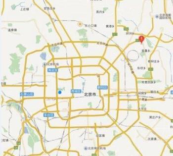 北京蟹岛度假村停车场汽车起火 成排大巴着火
