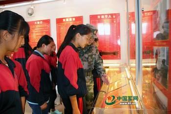 五四主题团日 当青年学生遇见军营