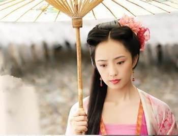 古装剧中的撑伞女子,林心如赵丽颖.谁最美如画?
