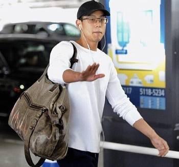 彭于晏素颜低调现身机场,卸了妆后的他是这样的,但还是很帅!
