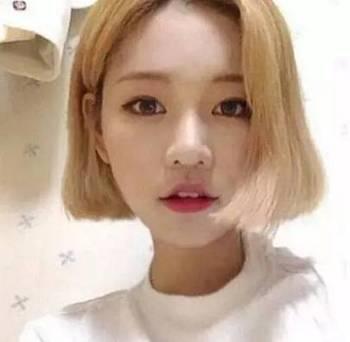 这款淡雅梨花的亚麻色头发时尚短发齐耳型发尾带有迷人的卷度,a梨花的斜刘海发型v梨花图片