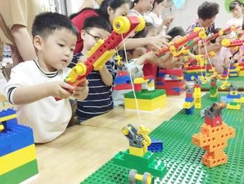 乐高玩具拥有国际领先理念,边玩边学的科技创新课程;在教授知识和锻炼图片