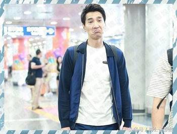 【事件】今日赵又廷素颜现身北京机场,他身穿蓝色休闲装简单清爽