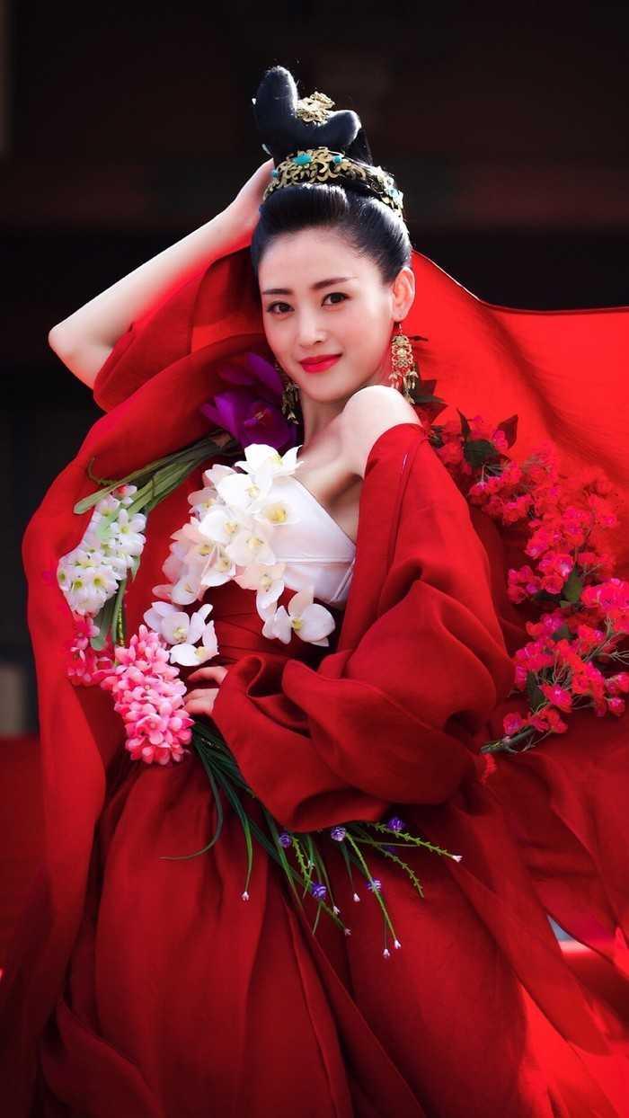 张天爱,2015年主演古装网剧《太子妃升职记》,因饰演太子妃张芃芃受到