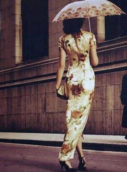 任何为人称道的风景也不及旗袍女子的美丽!