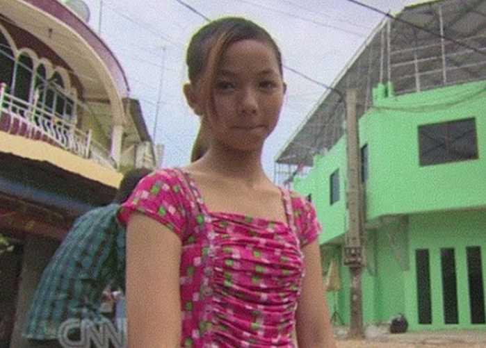 处女屄屄屄_柬埔寨12岁少女开处女证明,母亲为还债让她做这行业