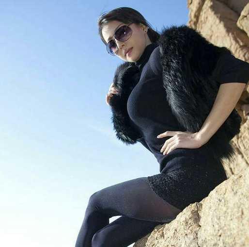 丝袜熟女爆光_街拍:轻熟女海边街拍,黑色丝袜魅力十足