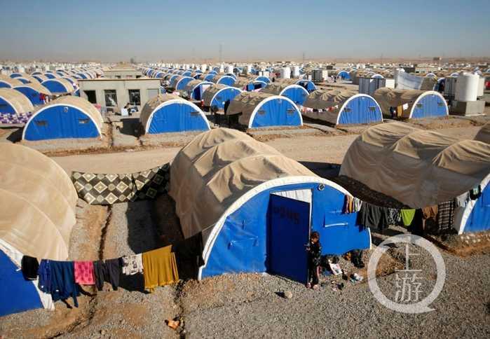 图为11月26日拍摄的伊拉克北部哈泽尔难民营.