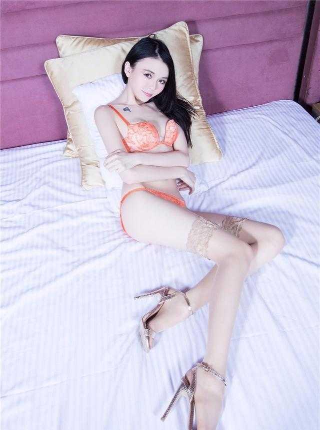 全裸美女丝袜无遮挡_盘点长筒肉丝袜美女sammi美腿高跟