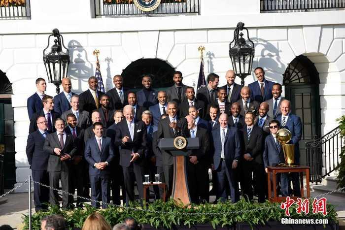 2016-17赛季nba总冠军克利夫兰骑士队访问白宫,受到美国总统奥巴马的
