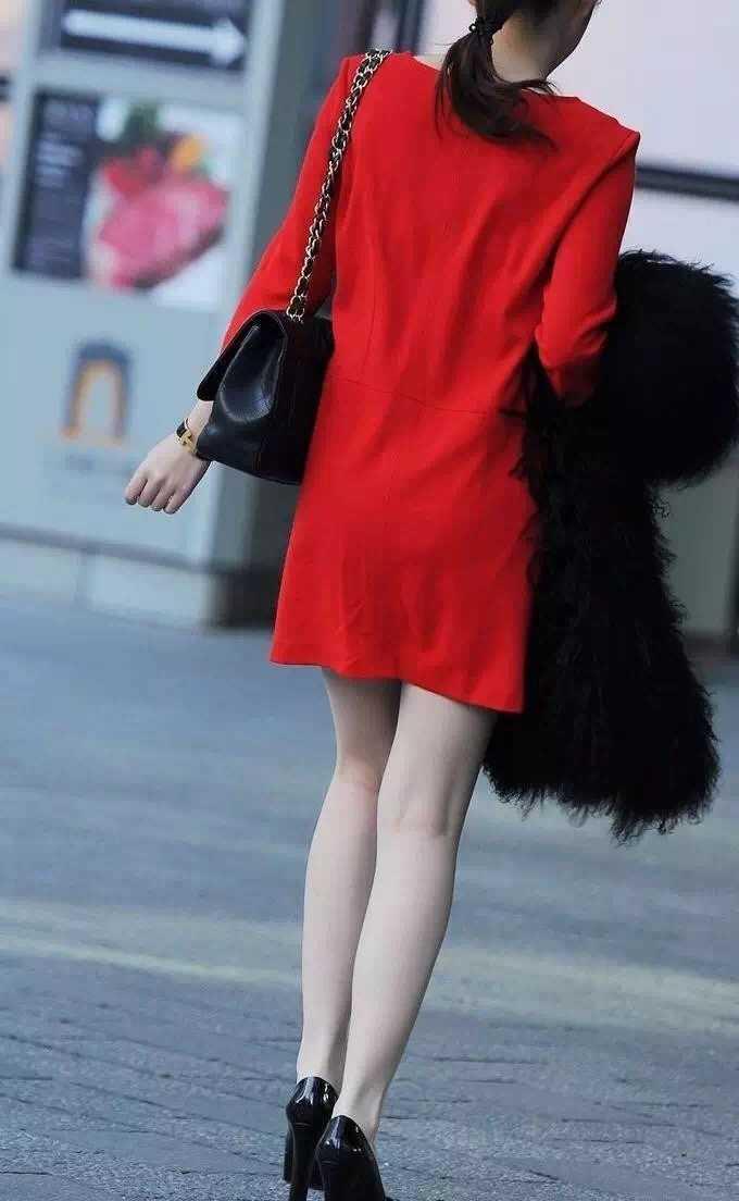 抓拍:街头红衣大美女气质超级好原味美女街拍图片
