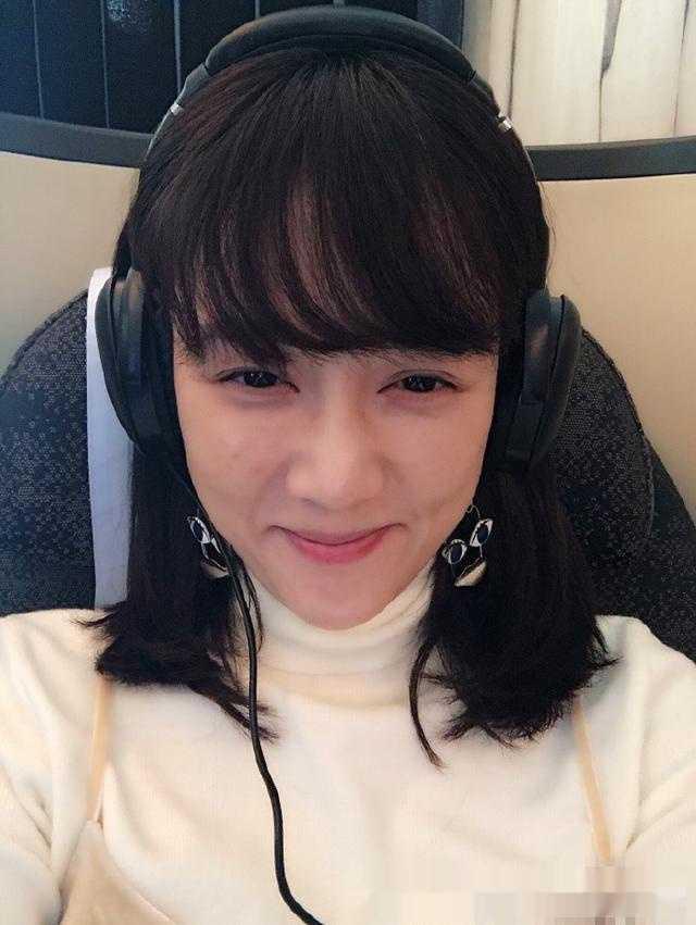 陈乔恩晒素颜照为新剧宣传说自己大过敏,剪了齐刘海的图片