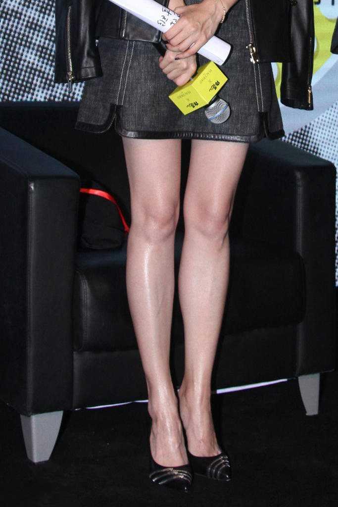 江疏影吊带裙秀白嫩美腿,真的是太美啦,气质十足!图片