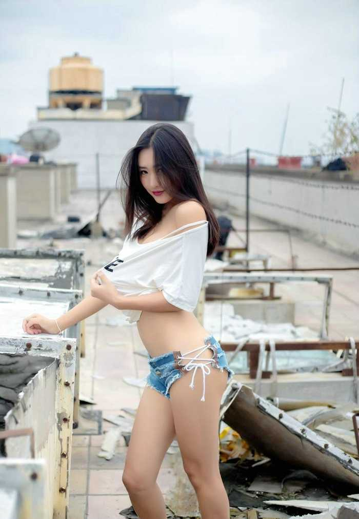 90后美女周琰琳lin极致性感翘臀写真