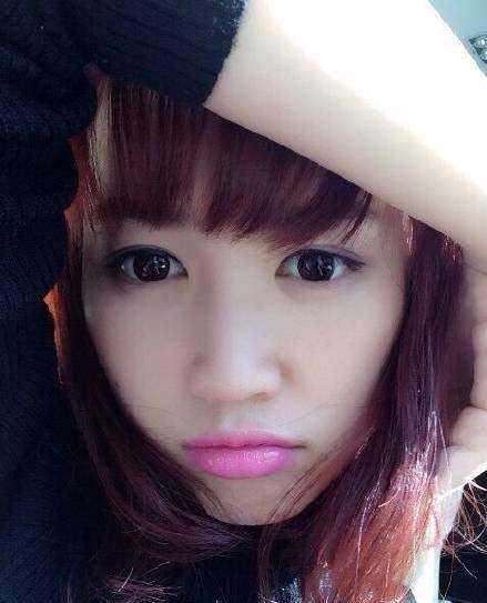 确实还挺让人惊艳的,眼睛大大的,留着萌萌的齐刘海,但看了马蓉的素颜图片