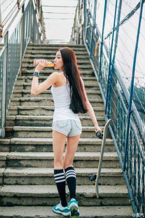 韩国滑板女神和她pk,竟然.