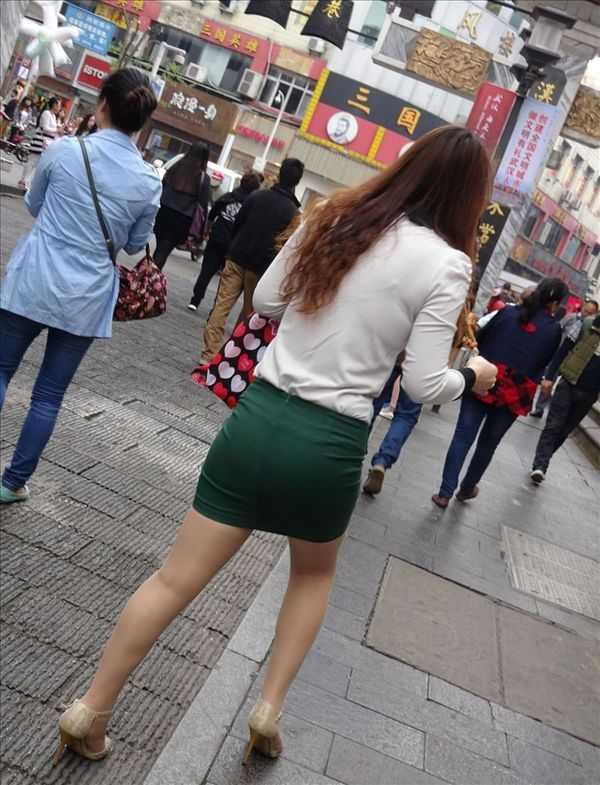街拍重庆紧身美女腿,步行街上高跟包臀美女视频!美女大白迅雷磁力图片