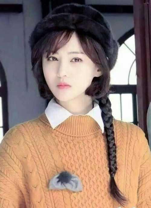 有些女星扎麻花辫就不好看,例如范冰冰和杨颖.赵丽颖是圆脸也不合适.