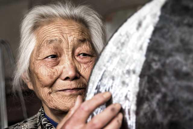 白发老人的特写 重阳节你想妈妈吗?