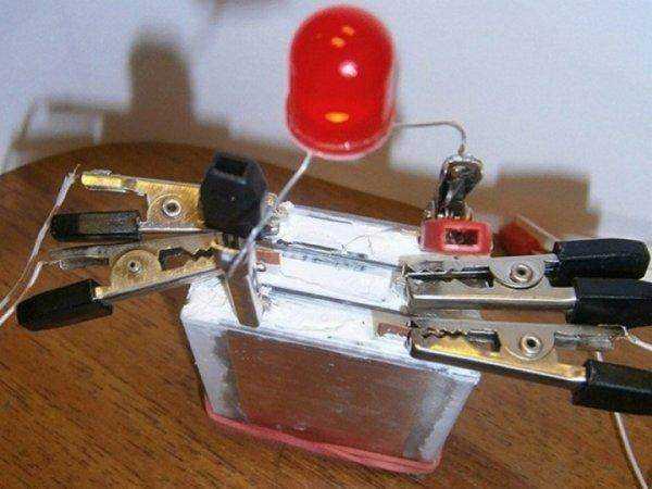 因此city labs的nanotritium 电池只能给医用植入物和各种感应器提供