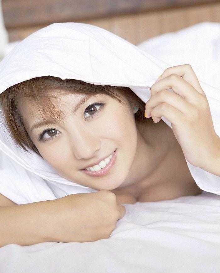 日本裸体写真第一页_性感床上日本美女全裸诱惑写真