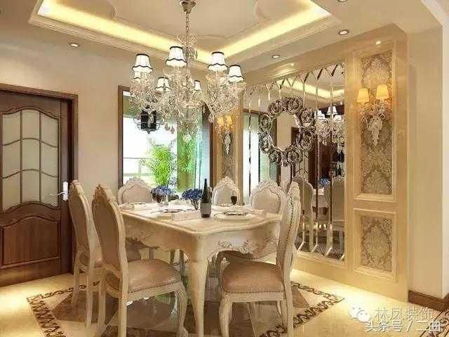 了理石造型的背景墙,整体色调协调一致,餐桌餐椅采用欧式白色仿古系列