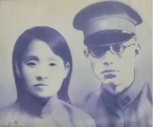 张灵甫原名张钟麟,字灵甫,1903年出生,20岁时考入北大历史系读书.