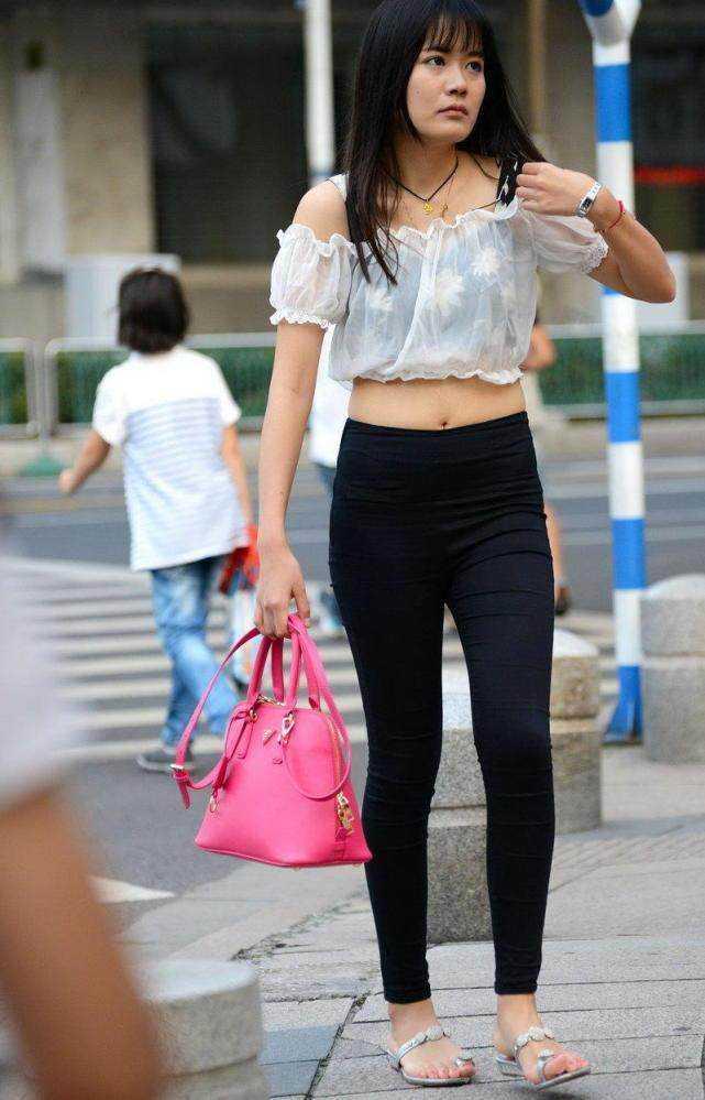 韩国主播朴麦妮齐逼健身小短裤露鲍鱼线,骆驼趾清晰可见,韩国美女.