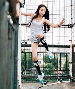 近期爆红的韩国滑板女神,与我们北京滑板女神相比又如何?