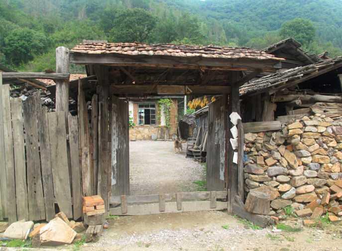 中朝边境朝鲜农村房屋 和我们五六十年代相似
