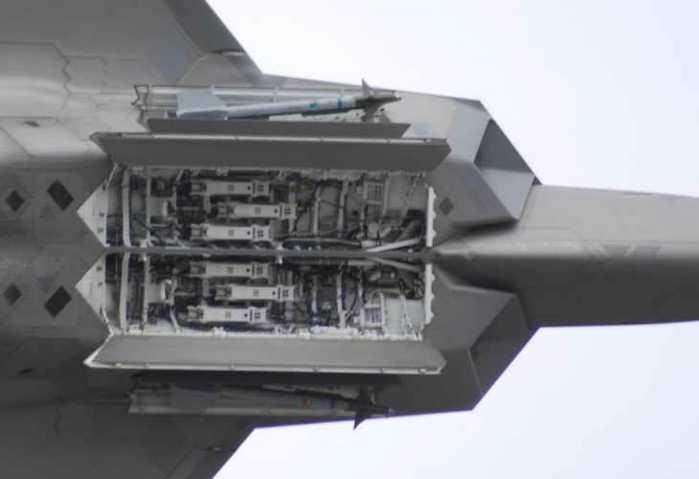 f-22 f-35 歼20三款隐形战机弹舱对比图片