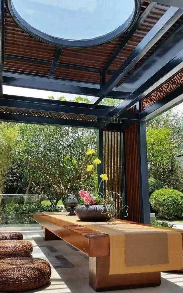 新中式景观设计中巧妙融入这些传统符号,将它们或抽象或简化的手法来