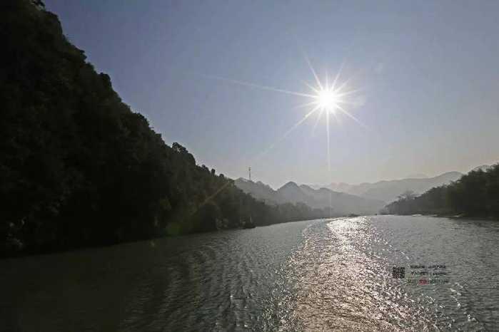 旅游 文章详情   湟川三峡位于连州市区到龙潭镇的连江河段,是珠江