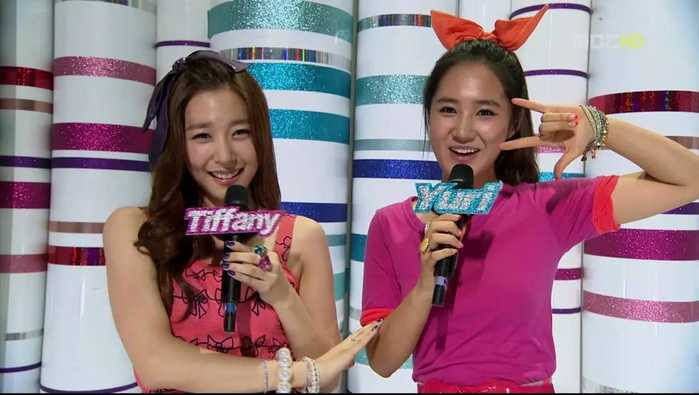 同年,与组合成员sunny主持综艺节目《青春不败》,因表现大方得体获得