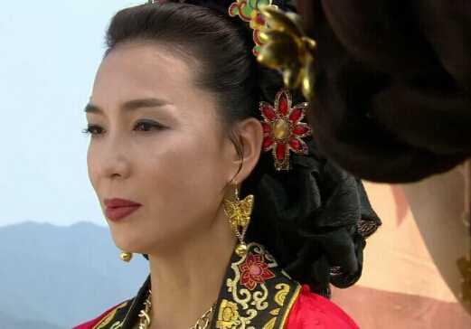 成人乱伦狠狠射_后宫秘史 历史上哪个皇帝竟和亲姑姑乱伦