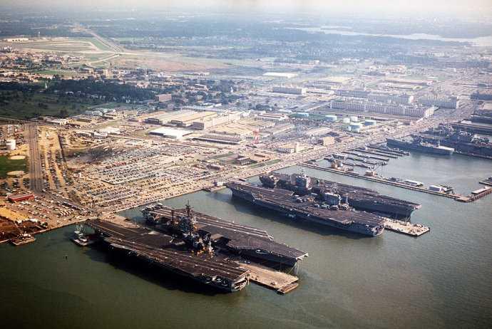 图为诺福克海军基地
