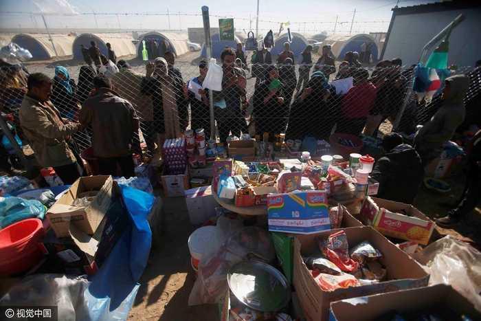 伊拉克摩苏尔难民暂居难民营,儿童年少不知愁滋味开心