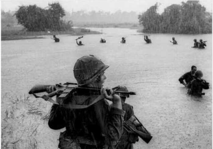 难得一见的越南战争惨烈现场图片 尸横遍野