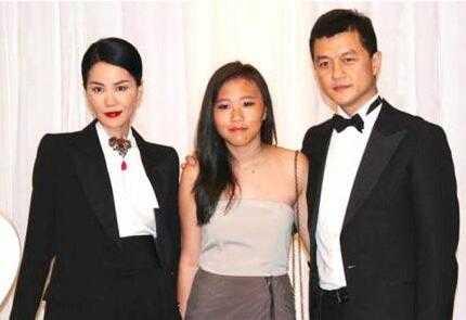 娱乐 文章详情   王菲在嫁给李亚鹏之前和窦唯有一个女儿,窦靖童.