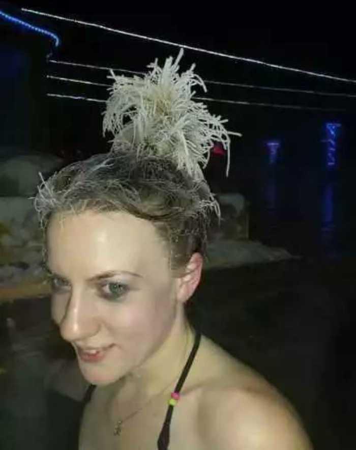 虽然头发已经变成了一团白毛线,但温泉里泡澡还是特别的开心啊,哈哈!图片
